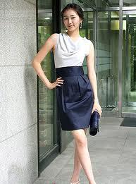 Biała bluzka i czarna spódnica